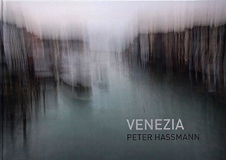 """Titelseite des Kunstbuchs """"Venezia"""" von Peter Hassmann"""